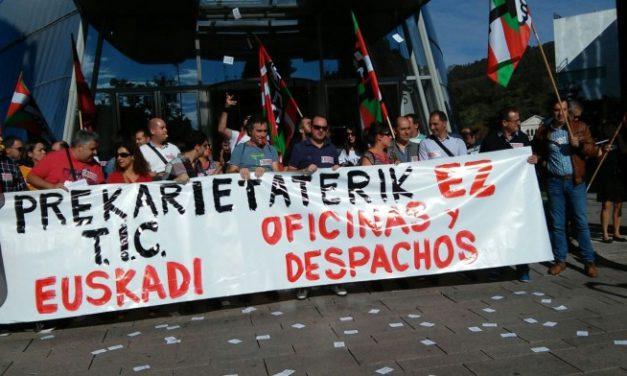 Concentración ante la torre Iberdrola, en defensa de unas condiciones dignas en el sector de las TICs